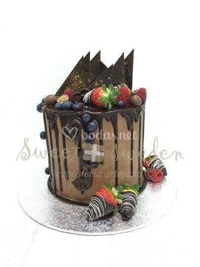 Drip cake de chocolate y fruta