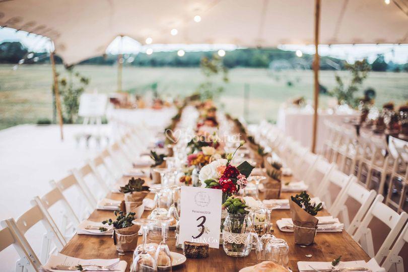 Mesa banquete larga de madera