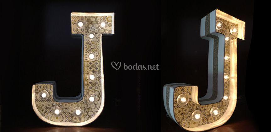 Letra luminosa J