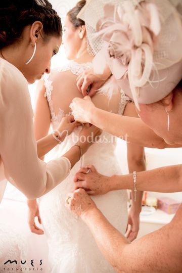 Vistiendo la novia