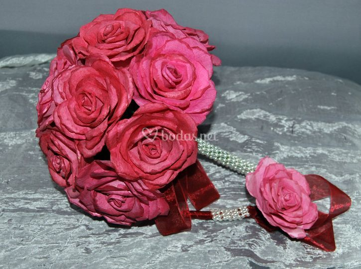 Bouquet y alfiler rosa fuerte