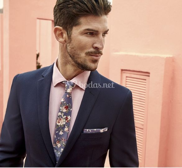 Corbata flores fondo gris