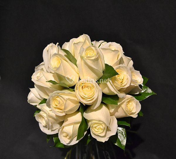 Ramo de novia redondo con rosas