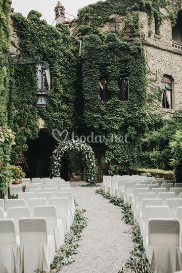 Ceremonia delante de la casa