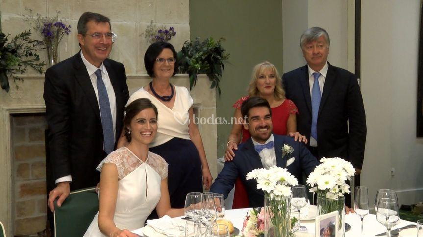 Los novios durante el banquete