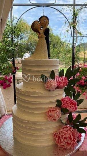 Tarta de boda con peonias