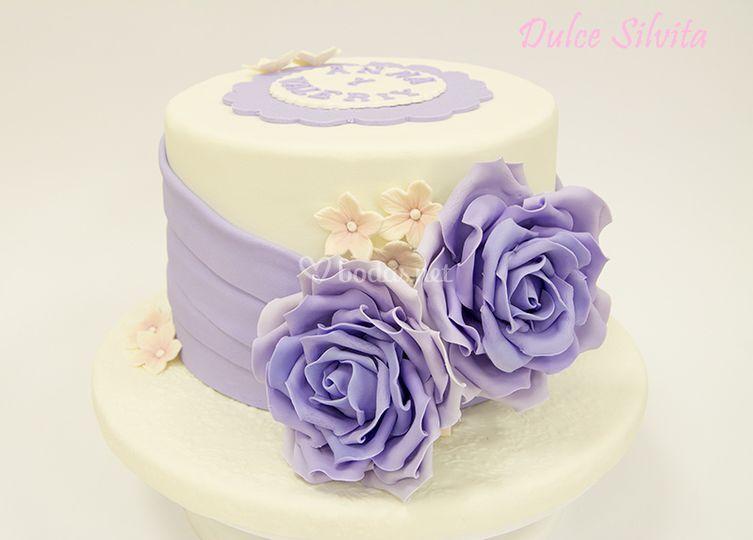 Tarta con rosas en color lila