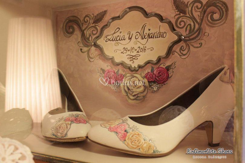 Vitrina y zapatos pintados