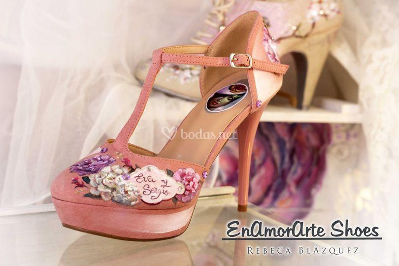 Zapatos con las flores novia