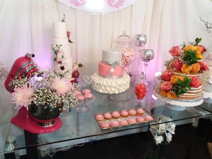 Mesa con pasteles