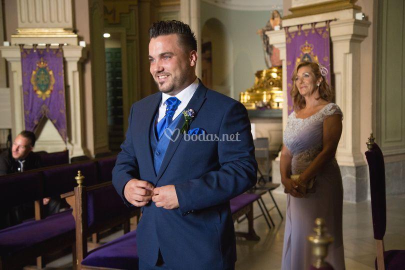 Novio esperando a la novia