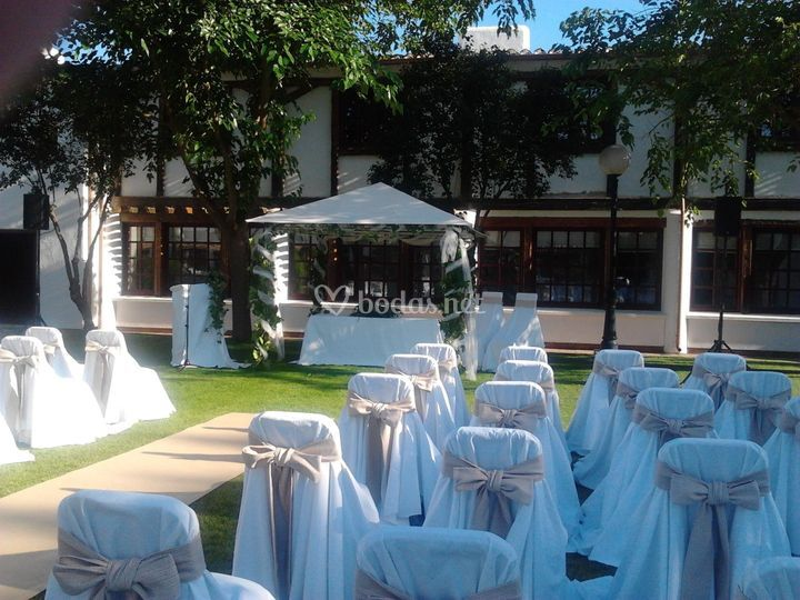 Boda civil en patio central