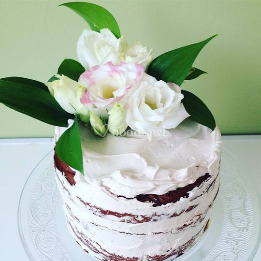 Tarta decorada con flores