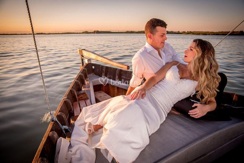 Los novios en barco