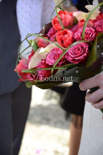 Tulipanes, calas y rosas