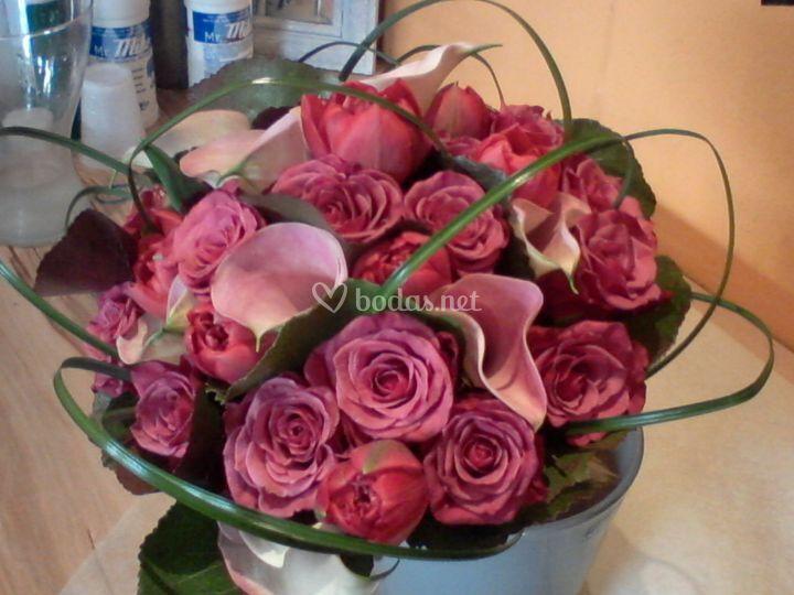 Ramo tulipanes calas y rosas