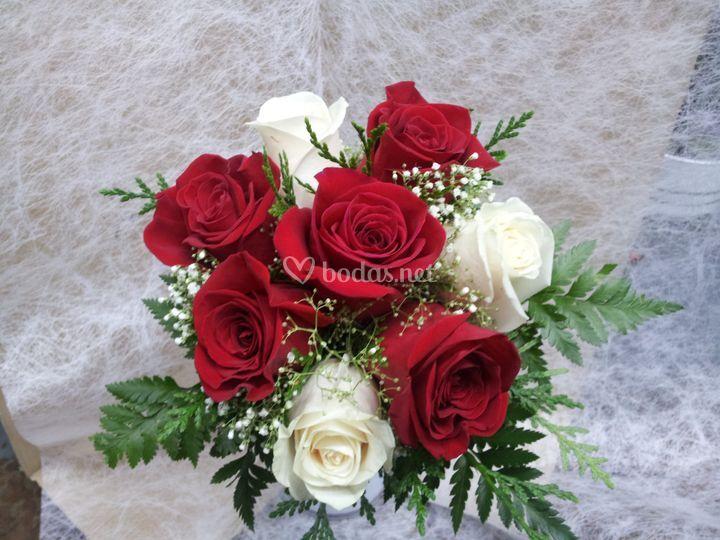 Ramo novia rosas rojas y blancas