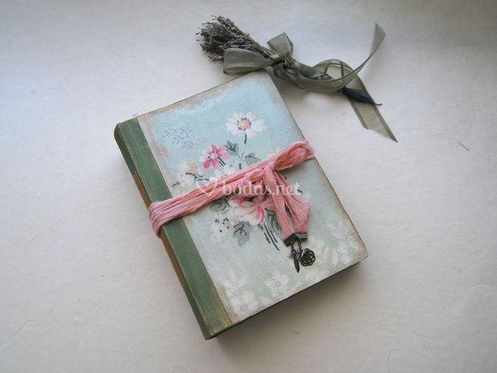 Romántico libro de firmas
