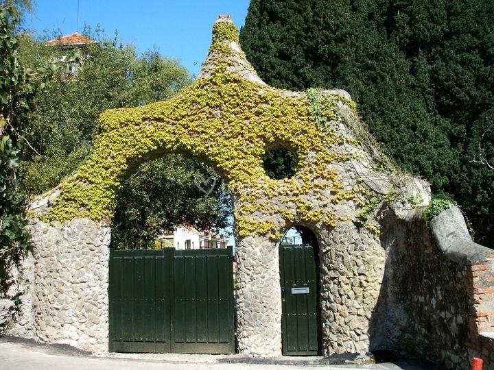 Puerta de los Pájaros- Gaudí