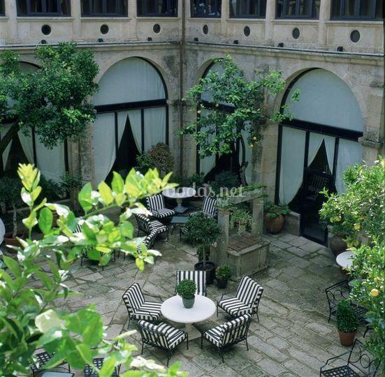 Rincones - patio al aire libre. Claustro s. XVI