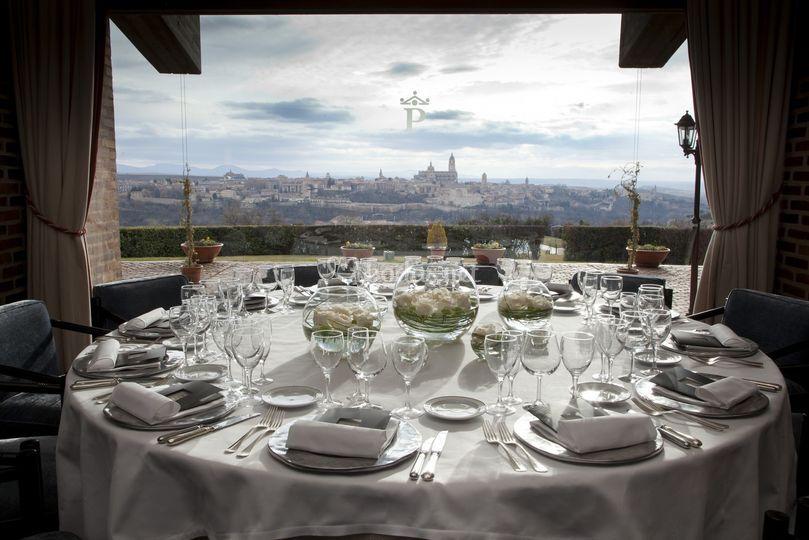 Montaje de mesa para boda de Parador de Segovia