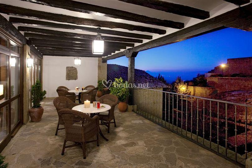 Terraza con vistas a la muralla