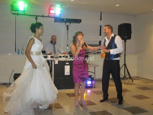 Kriss cantando en boda