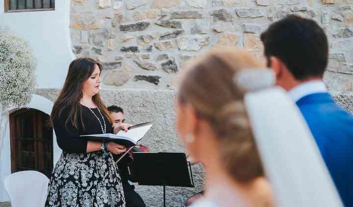 Marta de Alba - Soprano