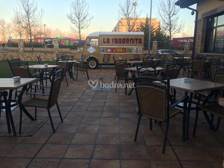 Terraza con food truck