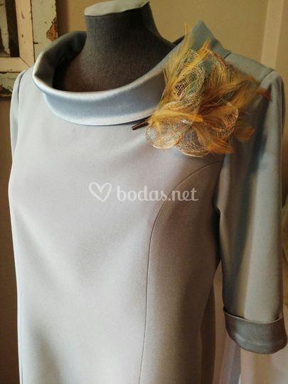 Vestido gris plata para la madrina