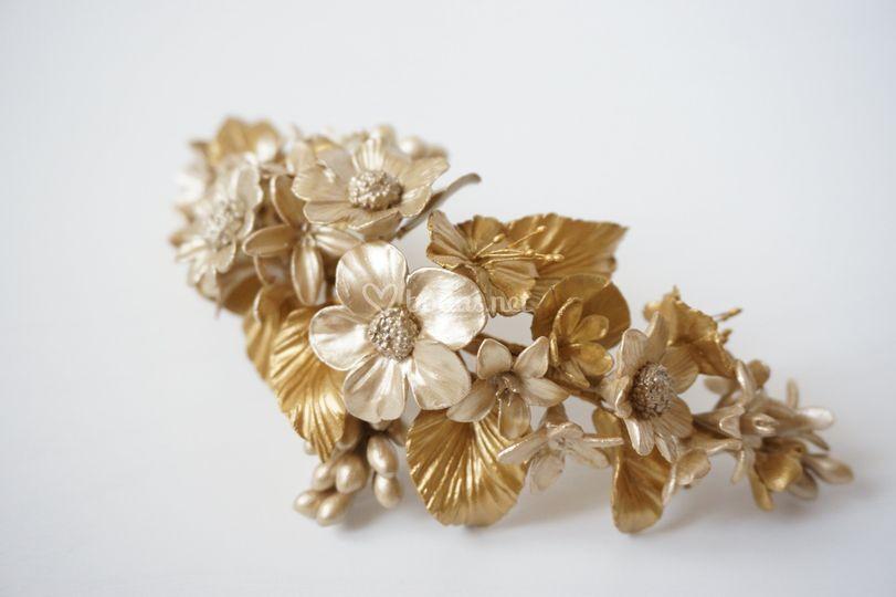 Tocado de novia dorado