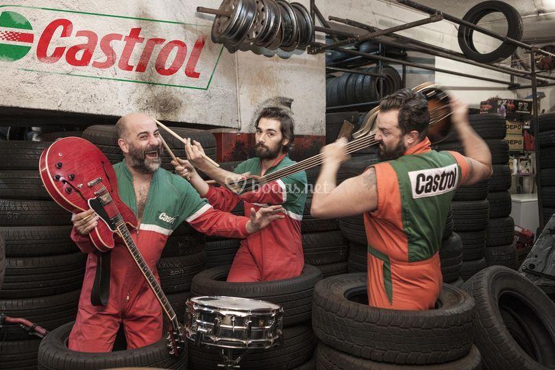 Los Mecánicos en el taller