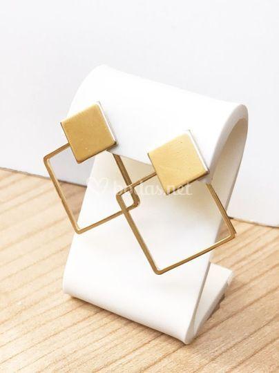Pendientes de metal dorado
