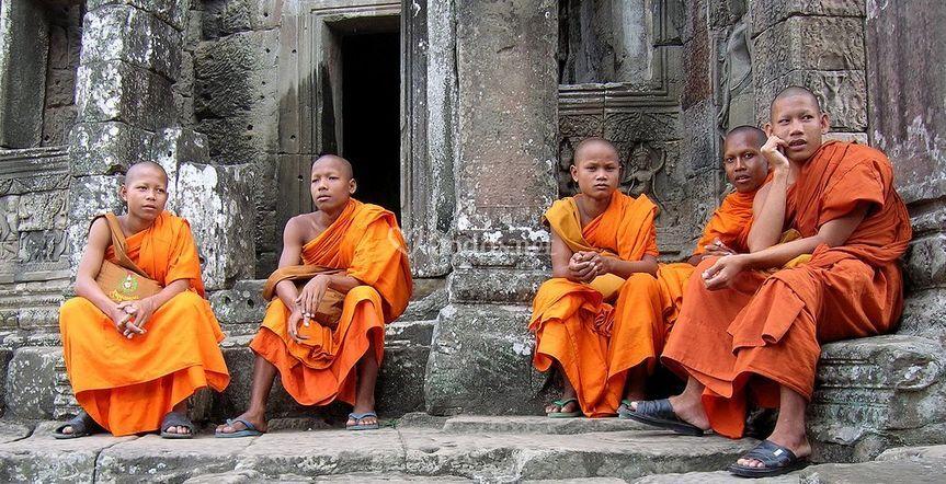 Monjes en el templo