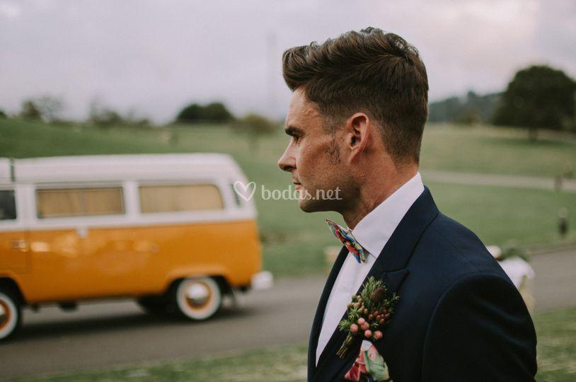 El novio, esperando