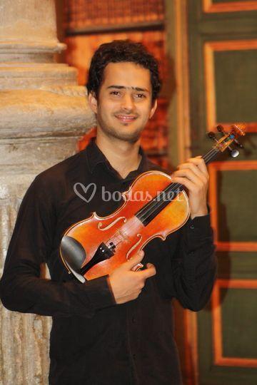 Armando: violín