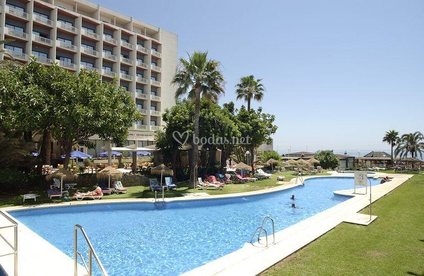 Jardin y piscina de hotel pez espada fotos - Piscina y jardin ...
