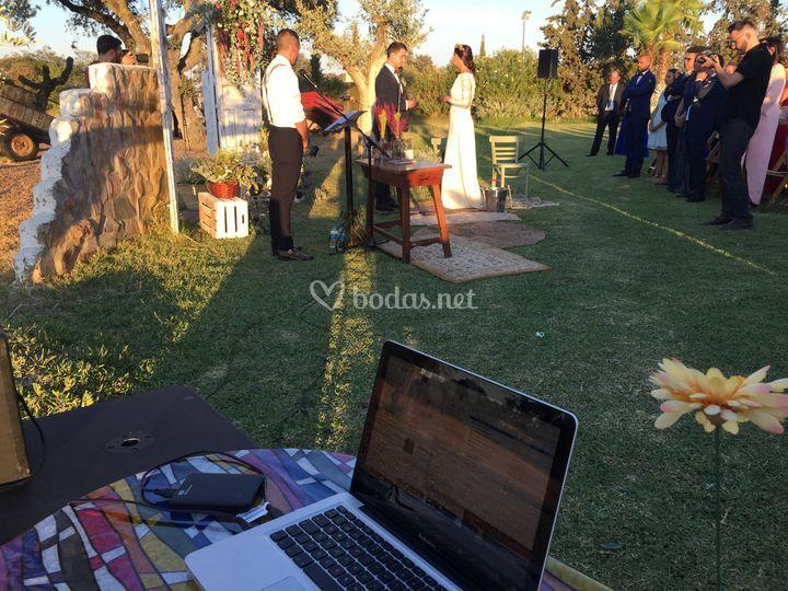 Sonido y oficiante de bodas