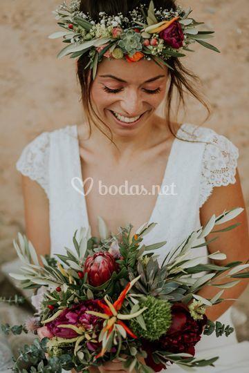 Corona y ramo floral