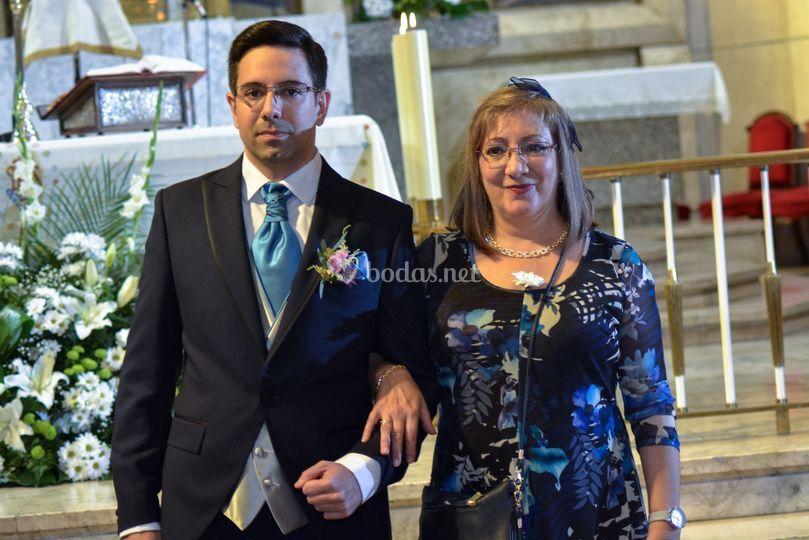 El novio y su madre.