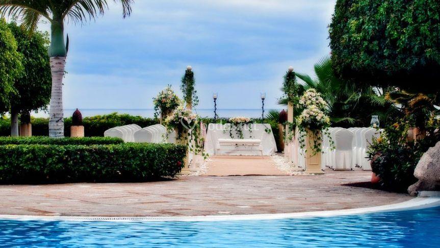 Ceremonia junto a la piscina