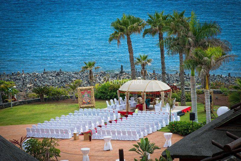 Ceremonia en frente del océano