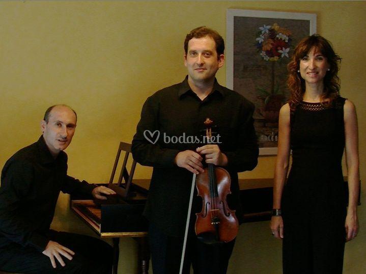 Trío: soprano, violín y organista