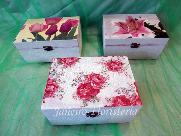 Cajas de madera decoradas a mano