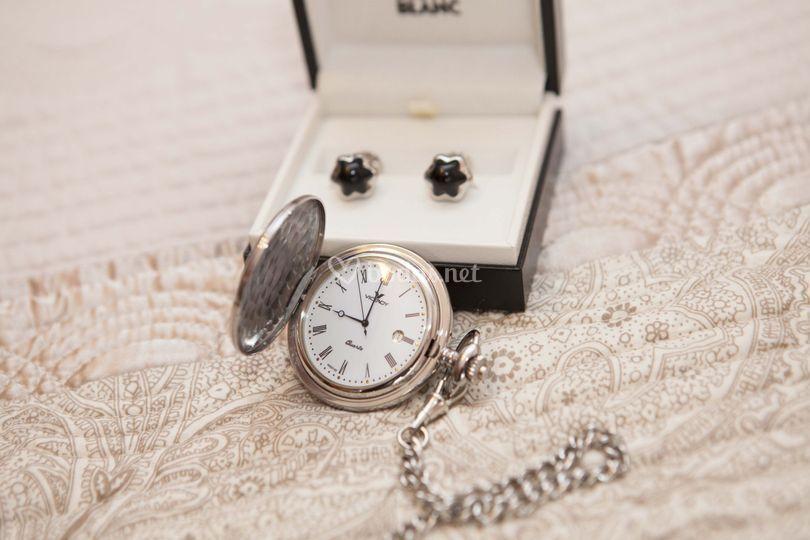 Gemelos y reloj