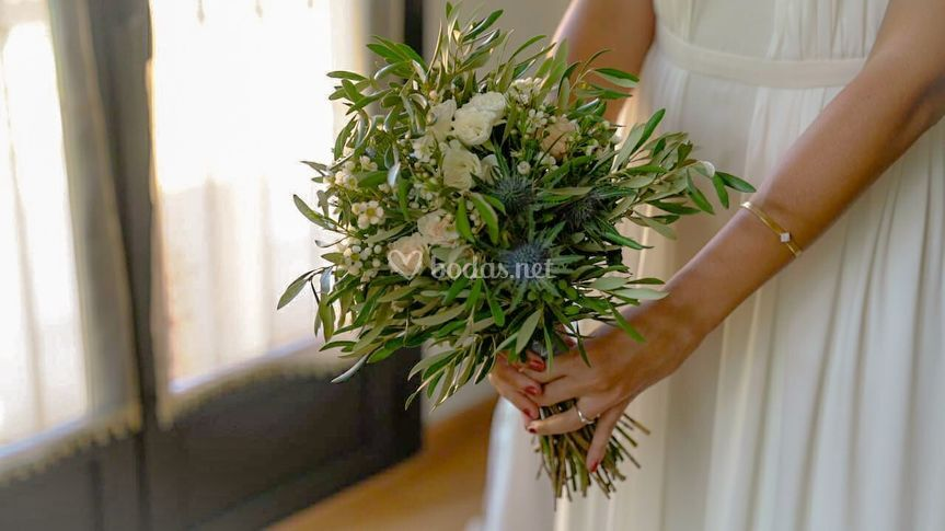 Ramo con olivo y rosas