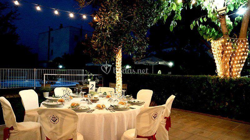 Mesa preparada para banquete