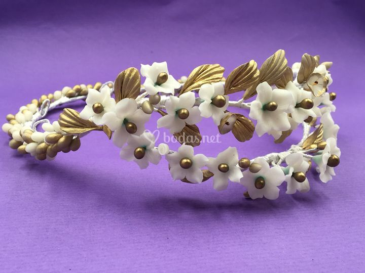 Corona blanca y oro
