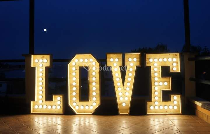 Letrero Love iluminado con led