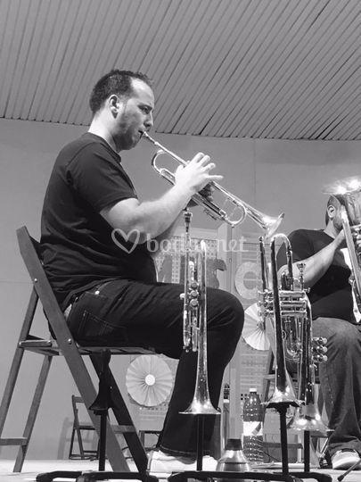 Angel, trompeta
